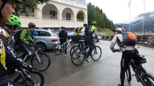Start zum Bikeweekend in Davos. Der Regen hat sich verzogen.