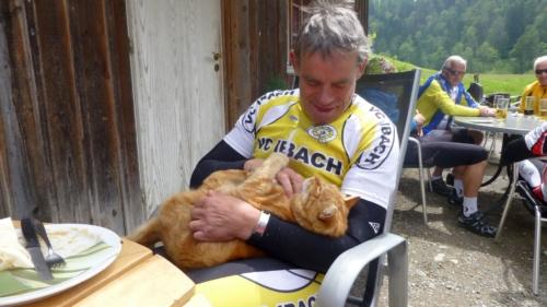 Hansruedi und seine (vierbeinige) Katze